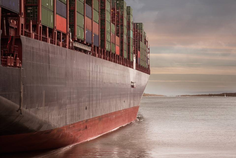 Contenedores flete marítimo